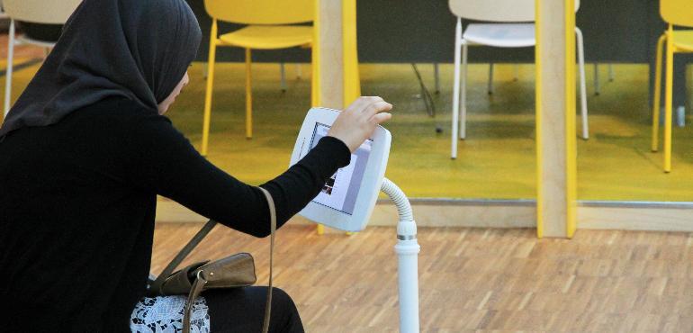 Digitala första hjälpen på PUNKTmedis. Foto: Stockholms stadsbibliotek, Ylva Wolgast.